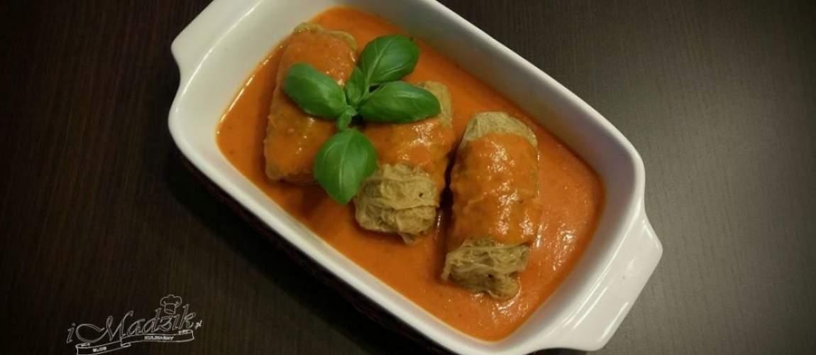 Tradycyjne gołąbki z mięsem mielonym i ryżem w kapuście z sosem pomidorowym to przysmak wielu z nas. Poniżej proponuję delikatniejszą i szybszą wersję tego pysznego dania. Składniki Porcja dla 3-4 os. mięso mielone, 500 g (u mnie z szynki) kapusta włoska, 1 główka cebula, 2 szt. czosnek, 2 ząbki ryż, 1 torebka (ok 100 g) …