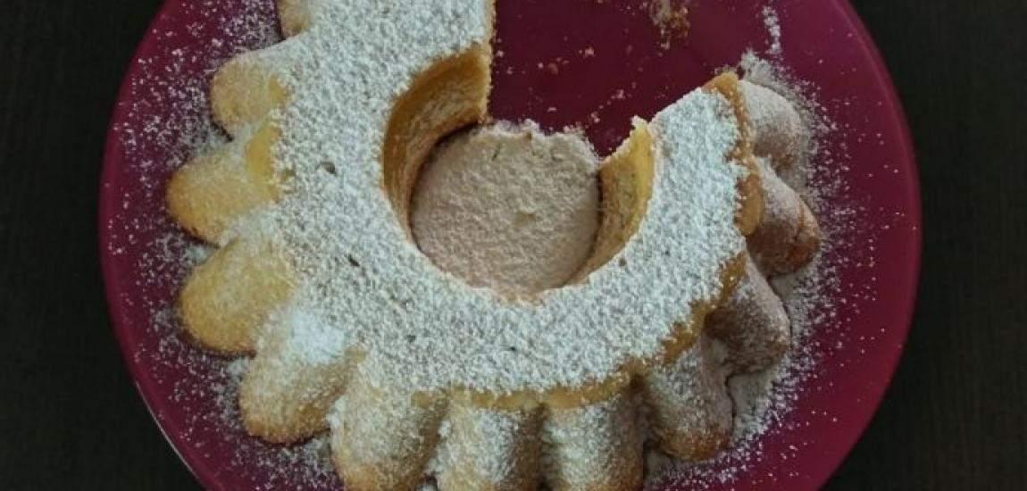 Przepyszna babka, której przygotowanie zajmuje mało czasu, mało pracy, a efektjest imponujący. Ciasto jest puszyste i lekko wilgotne. Doskonale zaprezentuje się na świątecznym stole. Składniki na ciasto jajka, 4 szt. cukier drobny, 1 szkl. mąka tortowa, 2 szkl. proszek do pieczenia, 2 łyżeczki cukier waniliowy, 1 op. mleko, 1/2 szkl. olej, 1/2 szkl. pomarańcza, 1 …