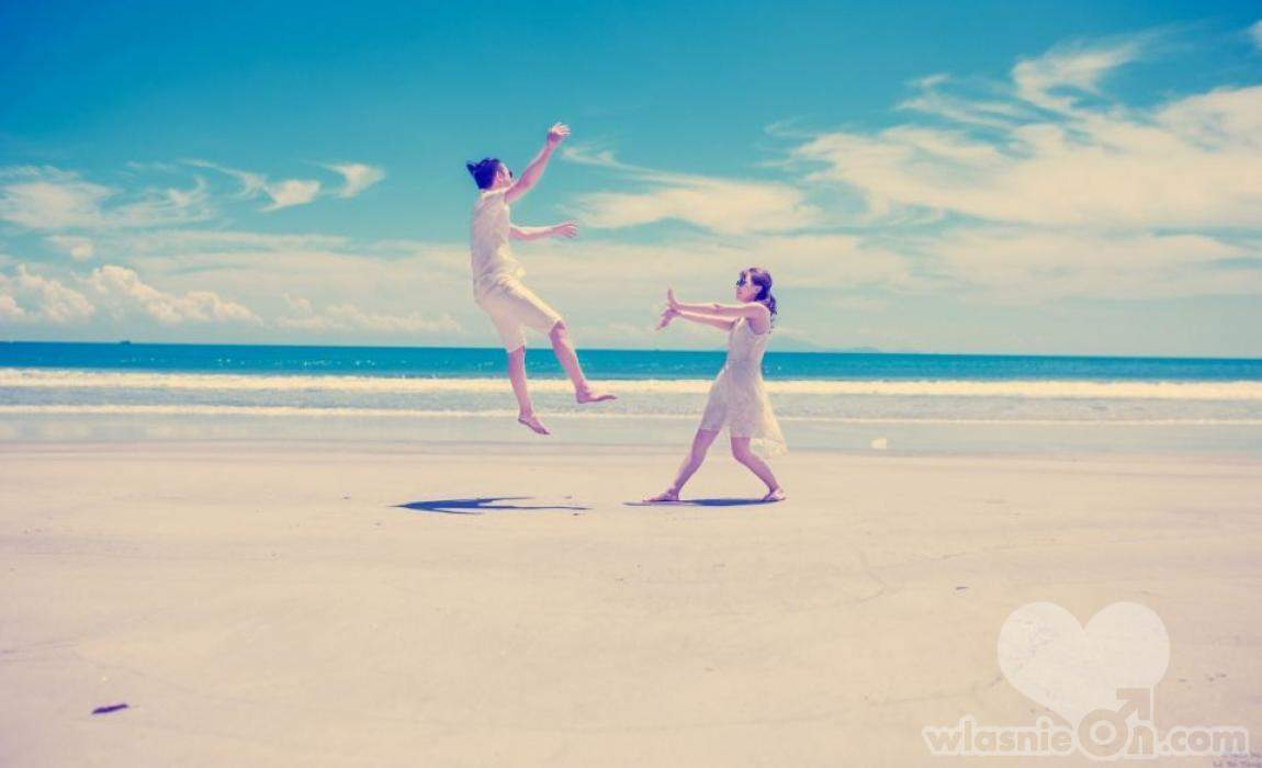 Egzotyczny kraj, leniwie płynący czas na wakacjach, brak stresu i… romans. Flirt z obcokrajowcem może...